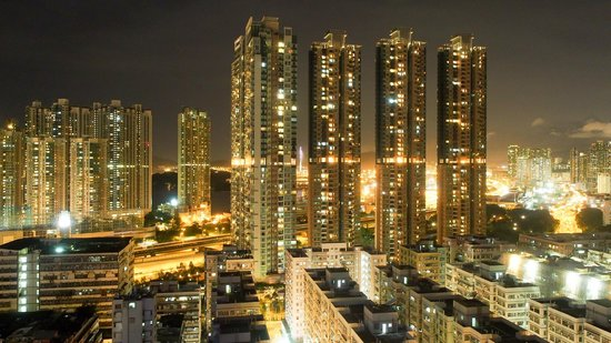 Dorsett Mongkok Hong Kong: The view at night..