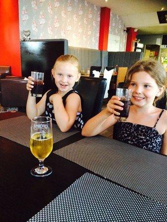 The Dining Room: Girlies Avin fun