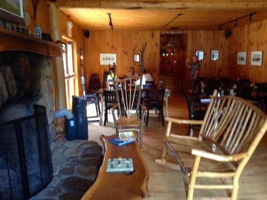 Sticks & Stones Wood Fired Bistro & Bar: Interior