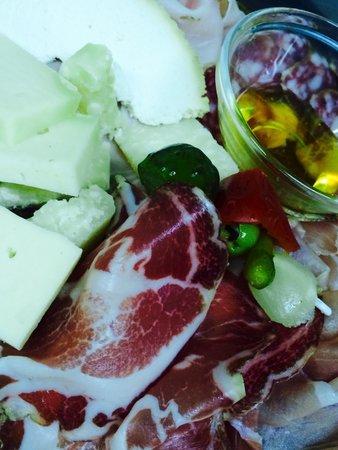 Osteria La Spleuza Cucina & Pizza : Tagliere misto di salumi e formaggi