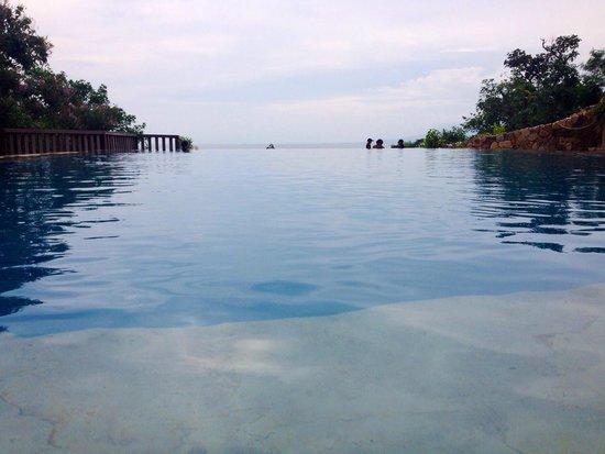 Veranda Natural Resort: Infinity pool