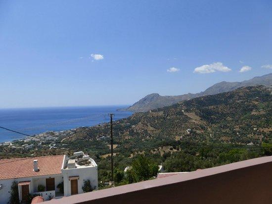 AnnaView Apartments : uitzicht op de bergachtige omgeving