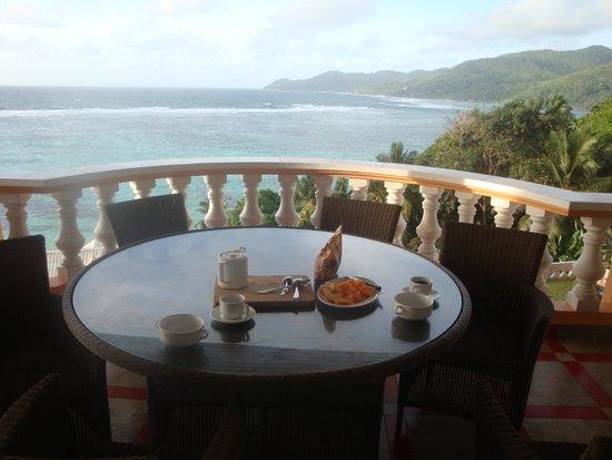 Au Fond de Mer View: Frühstück auf dem Riesenbalkon!