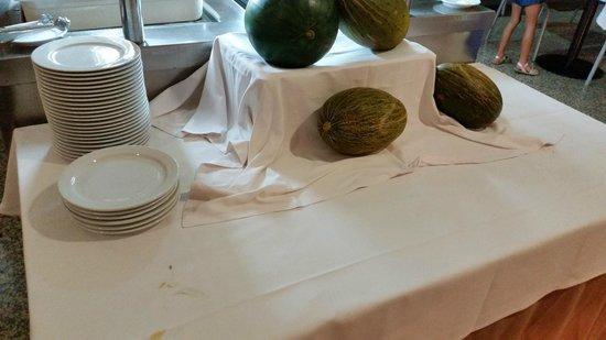 Alcazaba Mar Hotel: esta es toda la fruta del tiempo toda la semana , melon y sandia, ni una miserable naranja