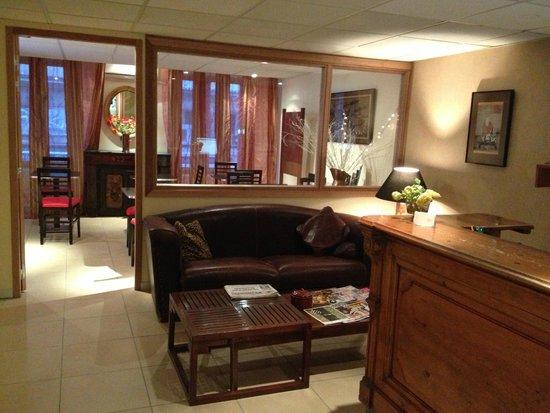 Hotel du Sud : Salle petits déjeuners, réception