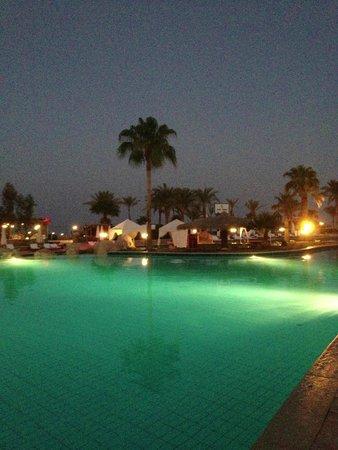 Hilton Sharm Waterfalls Resort: басейн с соленой водой