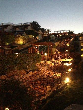 Hilton Sharm Waterfalls Resort: вечер фоникулер