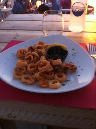 Argo Restaurant: Calamari fritti con salsa nera
