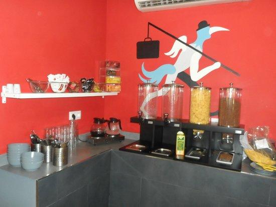 Quart Youth Hostel: buffet petit dejeuner