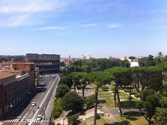 Mercure Rome Colosseum Centre : view from the roof