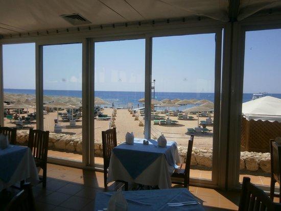 Domina Coral Bay Elisir Hotel: El Wadi Restaurant and Beach