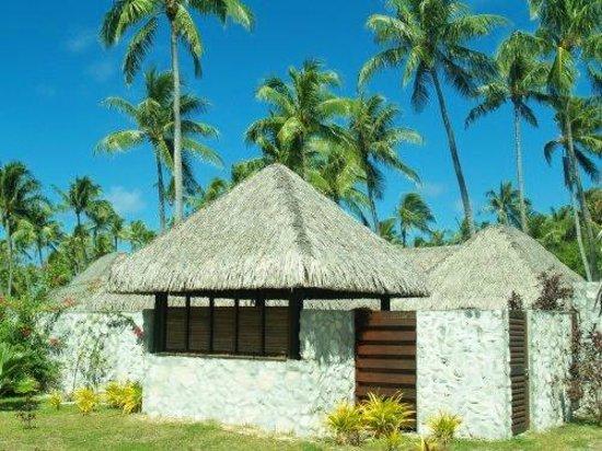 Hotel Kia Ora Resort & Spa : Vue extérieure du bungalow Suite junior avec piscine