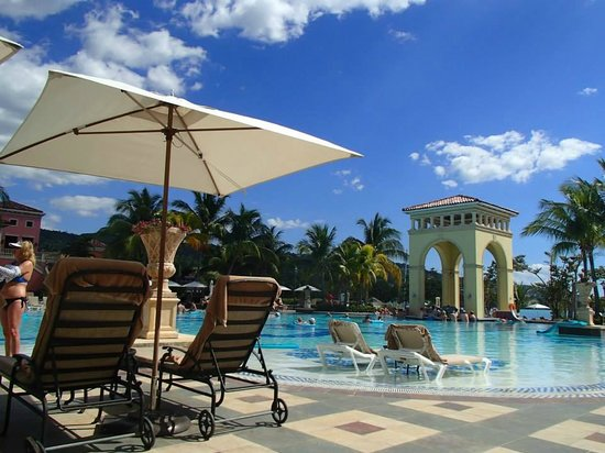 Sandals Whitehouse European Village and Spa: The pool was amazing