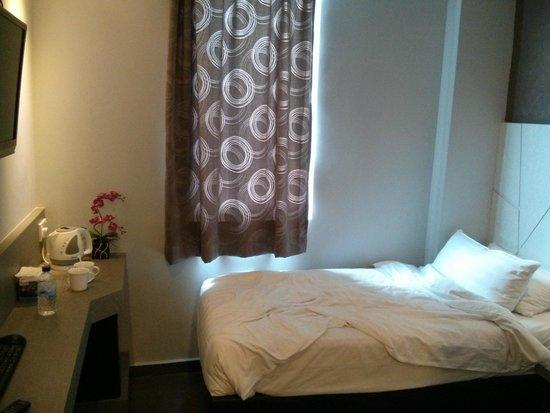 Fragrance Hotel - Ruby: Tiny tiny tiny but clean :)
