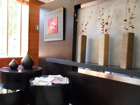 AC Hotel Palencia: Recepción 2