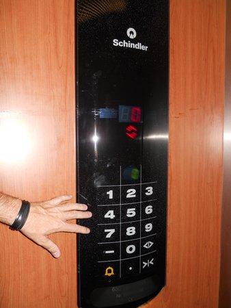 AC Hotel Palencia: Detalle ascensor