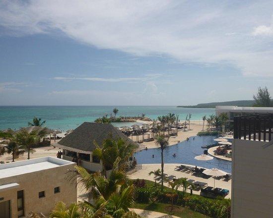Royalton White Sands Resort: Nice view of the resort and beach