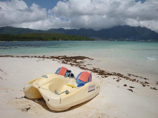 Cerf Island Resort: mit dem Pedalo in den Marine Park