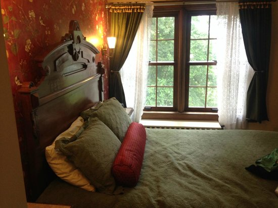 Golden Lantern Inn: Leta's room
