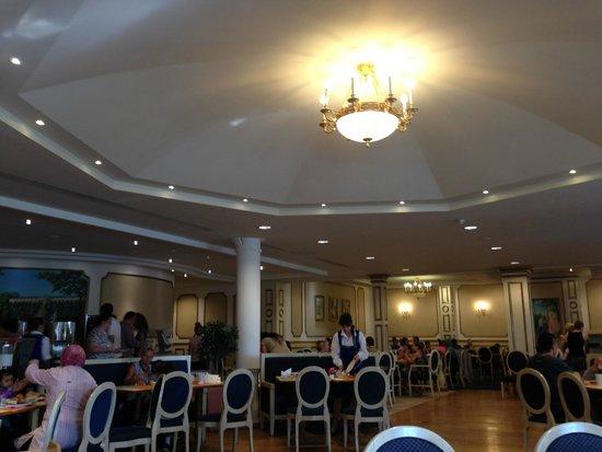 Vienna House Dream Castle Paris : Salle pour le petit déjeuné