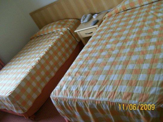 Nacional Inn Sorocaba: Duas camas dentro do quarto