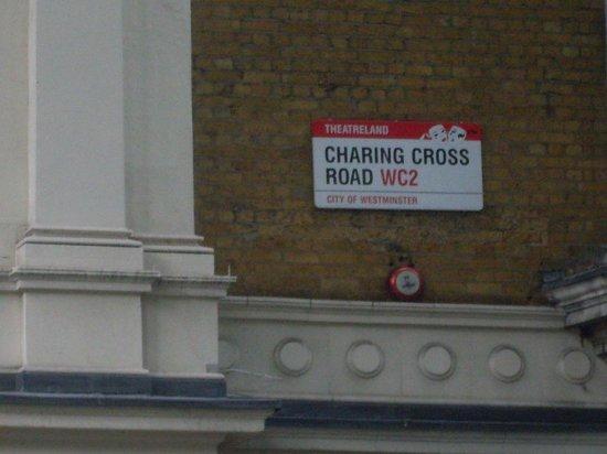 Charing Cross Road : Nome da Rua