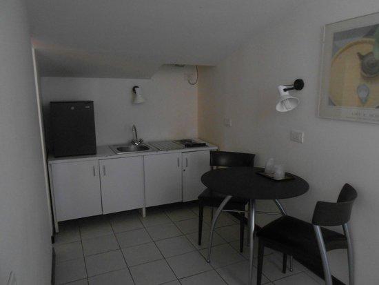 Palazzo Ricasoli Residence: Piccola cucina con frigobar