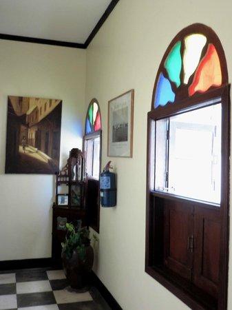 Tembo House  Hotel & Apartments: Переход между этажами