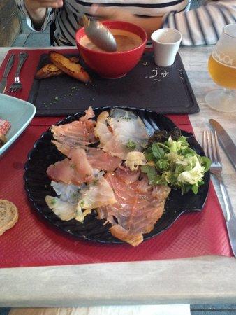 Le Thonier : Entrée assiette de poisson fumé maison ( peut e partagé à 2 en entrée)