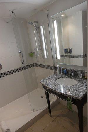 Hampton by Hilton London Waterloo : Ванная комната