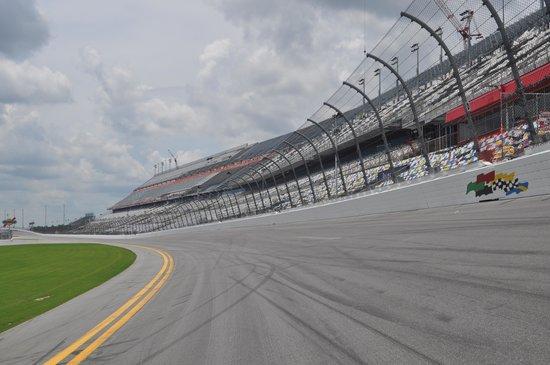 Daytona International Speedway : C'est incliné !