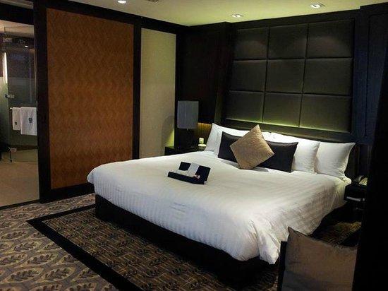 Banyan Tree Bangkok: lovely big bed