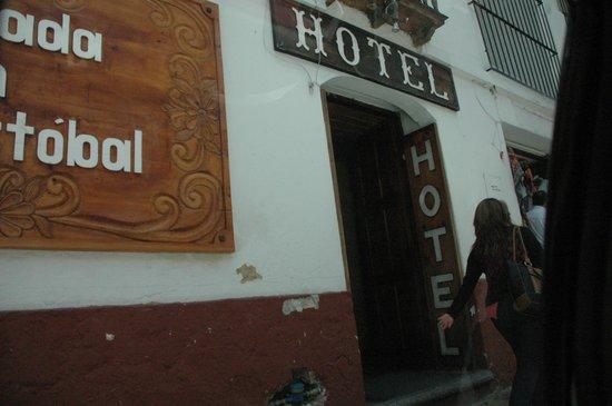 Hotel Posada San Cristobal: facciata esterna della posada
