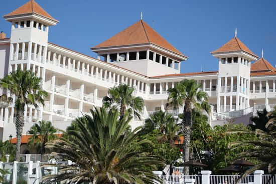 Hotel Riu Palace Madeira : hotel view from the esplanade