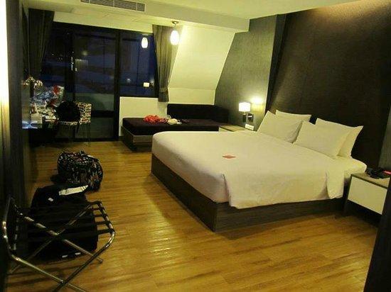 Trinity Silom Hotel: nice big bed