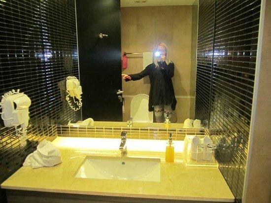 Trinity Silom Hotel: bathroom