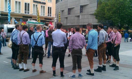 "Marienplatz: Бригада ""любителей пива"" стартует с Мариенплац..."