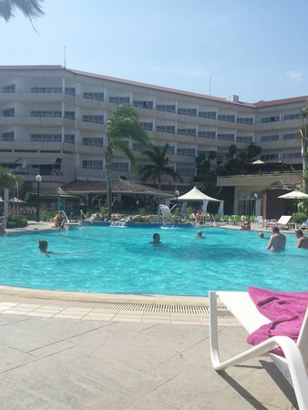 Atlantica Bay Hotel: Main swimming pool