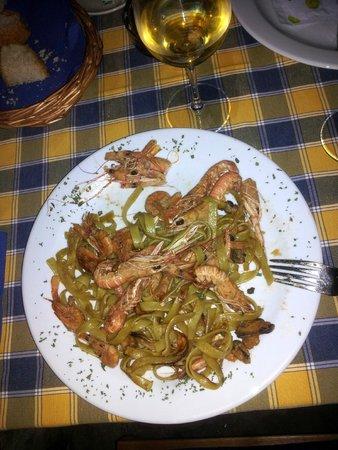Insula Restaurant Konoba: The green pasta frutti di mare.