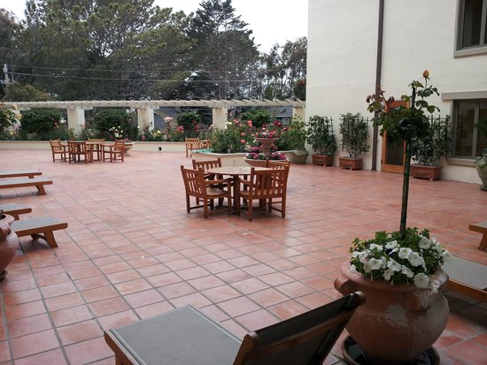Monterey Plaza Hotel & Spa: View of terrace outside our room