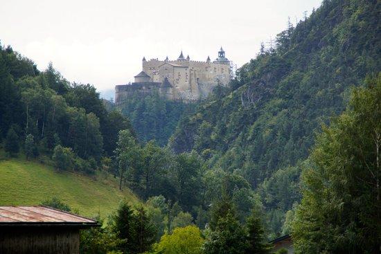 Erlebnisburg Hohenwerfen: Burg Hohenwerfen aus der Ferne