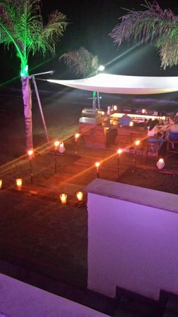 Atlantica Bay Hotel: Bombay cafe on the beach