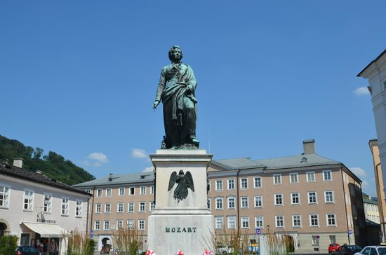 Salzburger Altstadt: Mozart statue