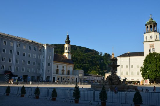 Salzburger Altstadt: The square