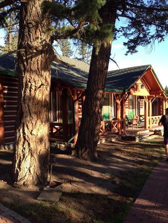 Jasper Park Lodge : Cabin overlooking the lake