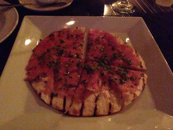 Straw Hat Restaurant: Tuna flatbread