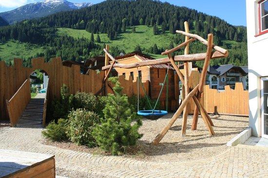 Leading Family Hotel & Resort Alpenrose: espace jeux extérieur