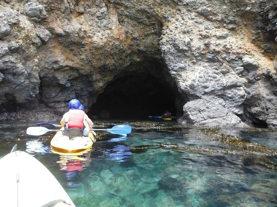 Santa Barbara Adventure Company : Sea Cave entrance