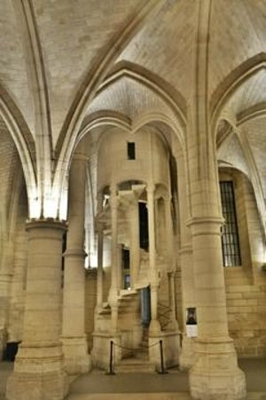 Conciergerie : spiral stairs