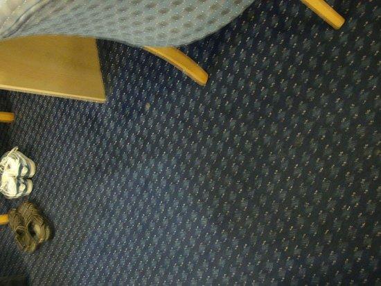 Travelodge Dublin Airport Swords: Dirty carpet